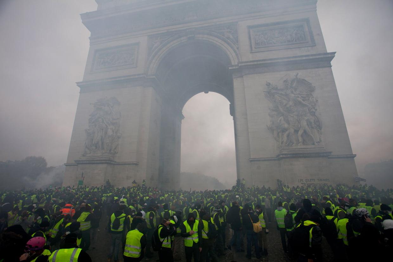 Gilets Jaunes devant l'arc de triomphe