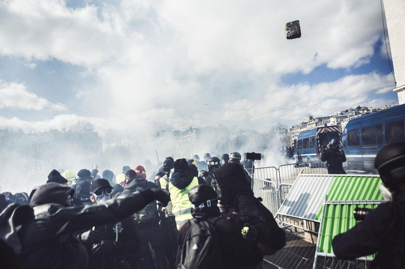 Affrontements avec la police Arc de Triomphe