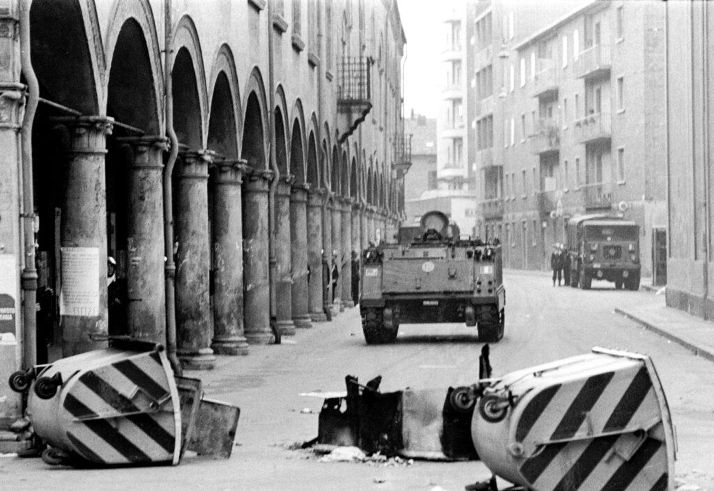 Les chars écrasent le soulèvement de Bologne en mars 1977