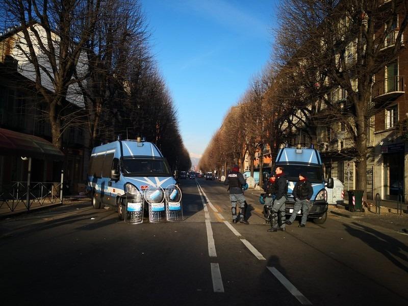 Occupation policière et blocage des routes à Turin.