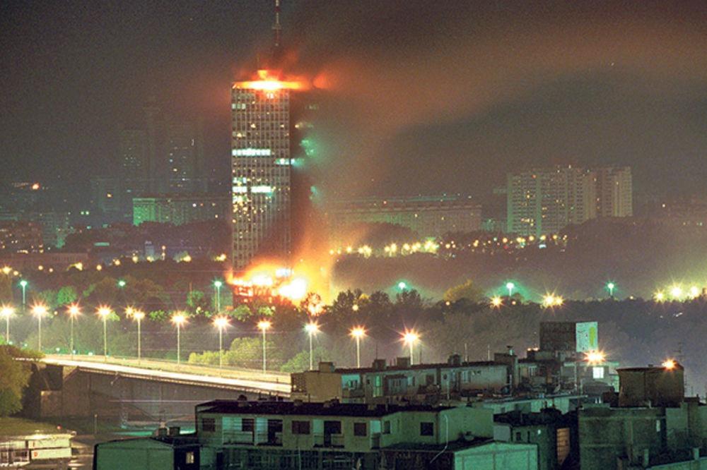 """Bombardement de la """"Tour CK"""" à Belgrade, qui abritait le Comité Central (Centralni Komitet) de la Ligue des Communistes de Yougoslavie, puis du Parti Socialiste de Serbie"""