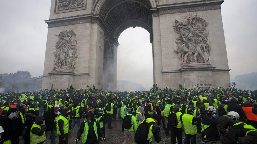 Rassemblement de Gilets Jaunes à l'Arc de triomphe