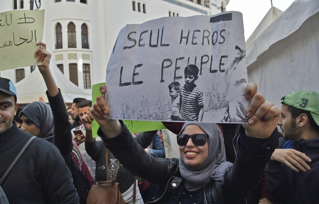 Le processus révolutionnaire en Algérie et ses dimensions internationales