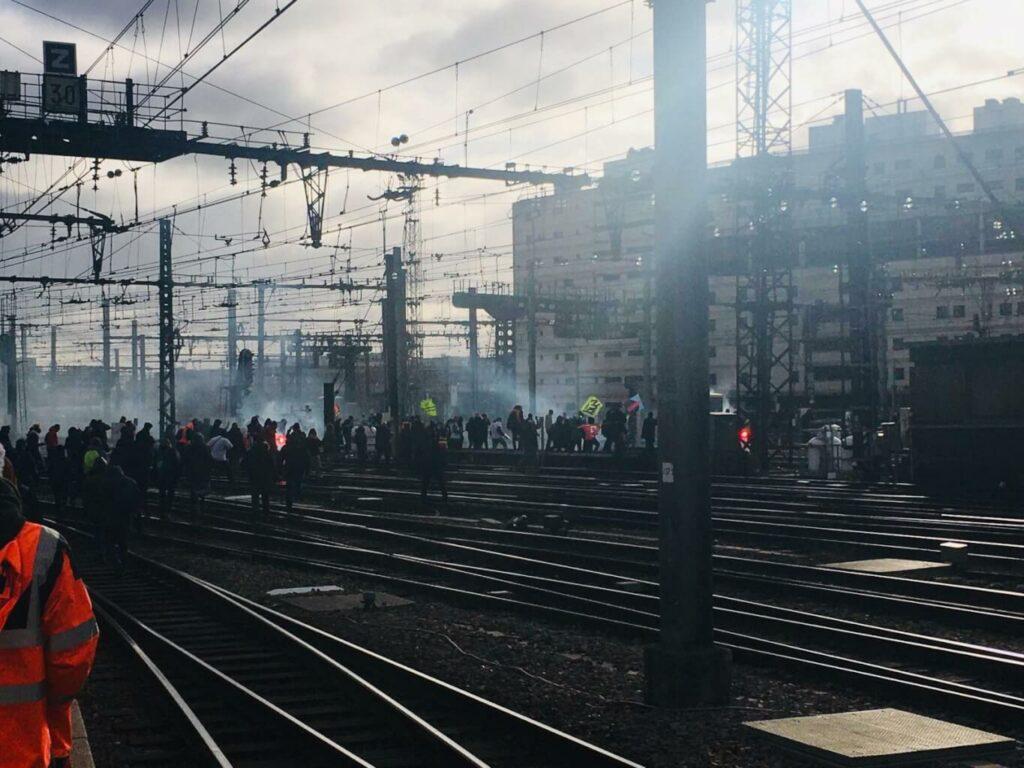 « Le nombre est là, mais il manque cruellement la radicalité » : entretien avec Torya, cheminote et gilet-jaune