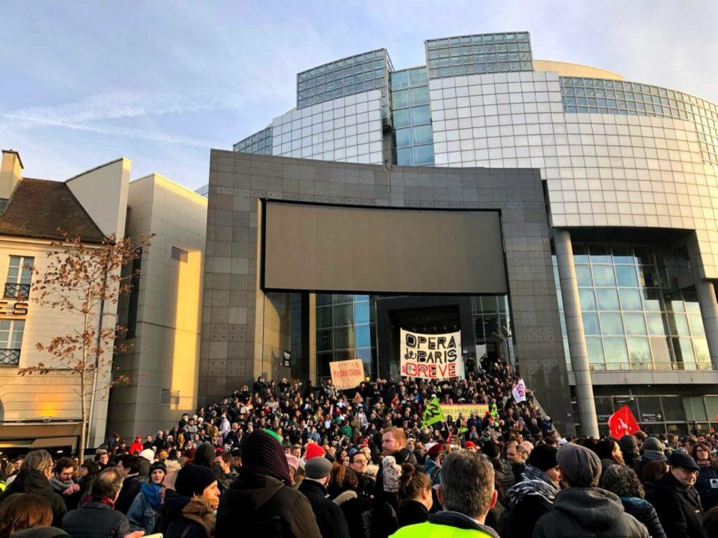 « Si des bourgeois viennent nous voir, nous ne sommes pas responsables » : rencontre avec des danseuses de l'Opéra en grève