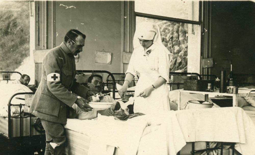 Alain Brossat : De la médecine de guerre à la médecine de camp