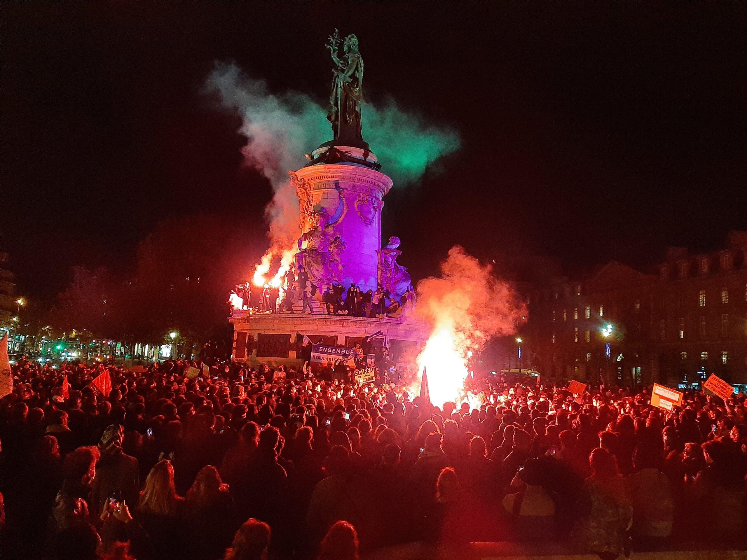 Rassemblement et manif sauvage Place de la République