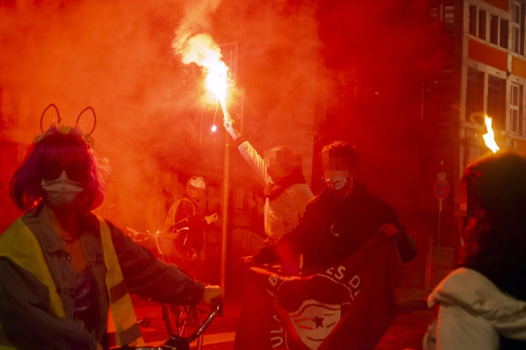 Cortèges de braise : résistances au couvre-feu à Liège
