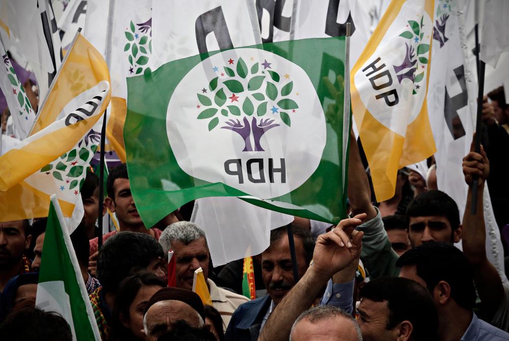 Contre le coup d'État judiciaire d'Erdogan : solidarité avec le HDP