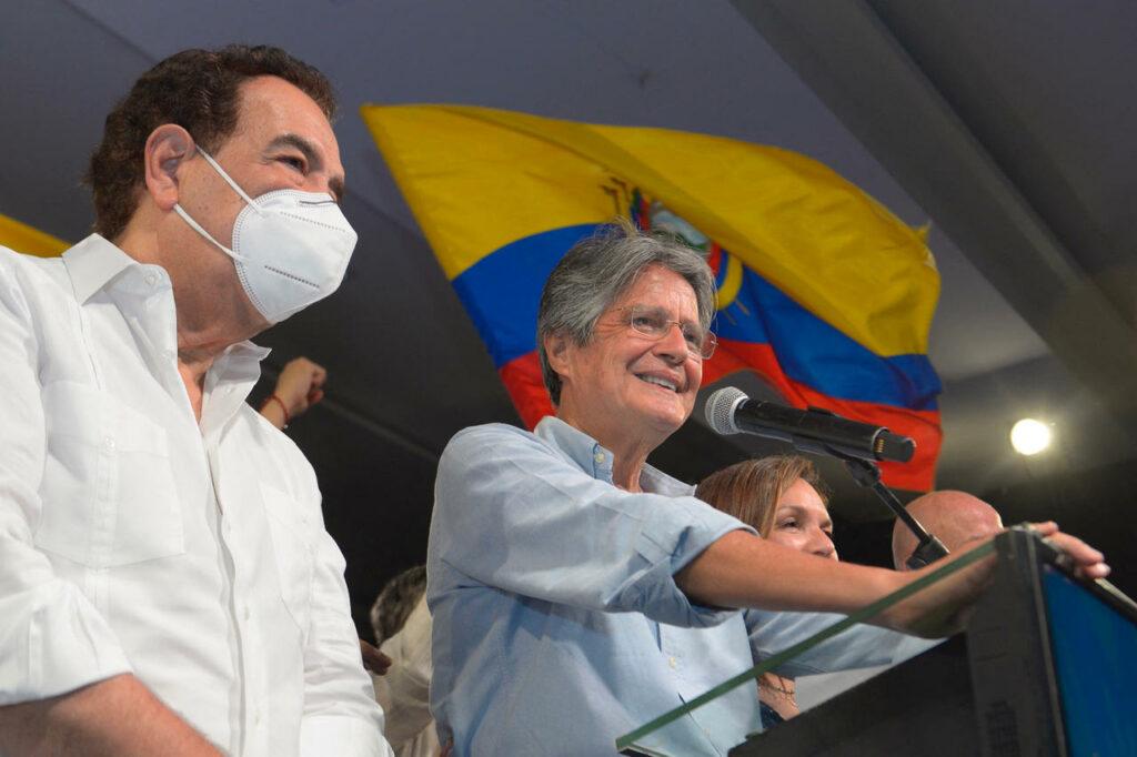 Élections andines : Cap à droite en Équateur, le Pérou à la croisée des chemins
