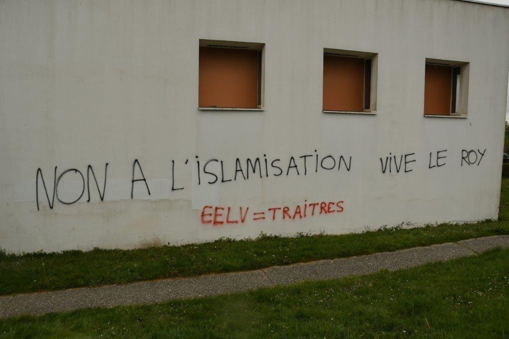 Tags islamophobes : les pompiers pyromanes du gouvernement