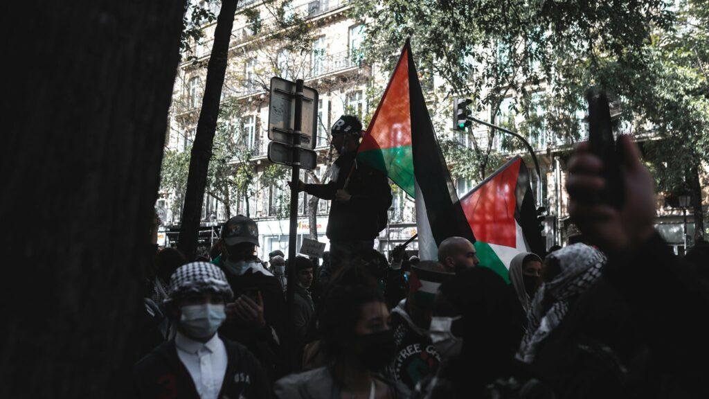 « Nous sommes tous des Palestiniens » : Des milliers de personnes bravent l'interdiction de manifester à Paris